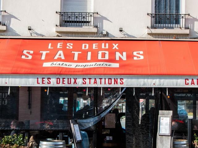 Les Deux Stations